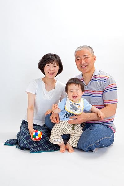 家族写真のスタジオ撮影