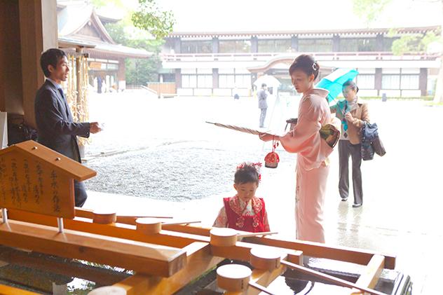 雨の日の神社