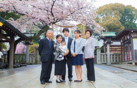 横浜の神社で撮影した家族の集合写真