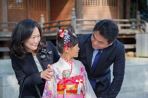 師岡熊野神社の境内で撮影した七五三記念日の家族写真