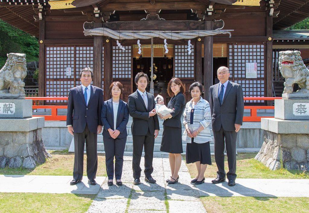 お宮参りのご家族の集合写真
